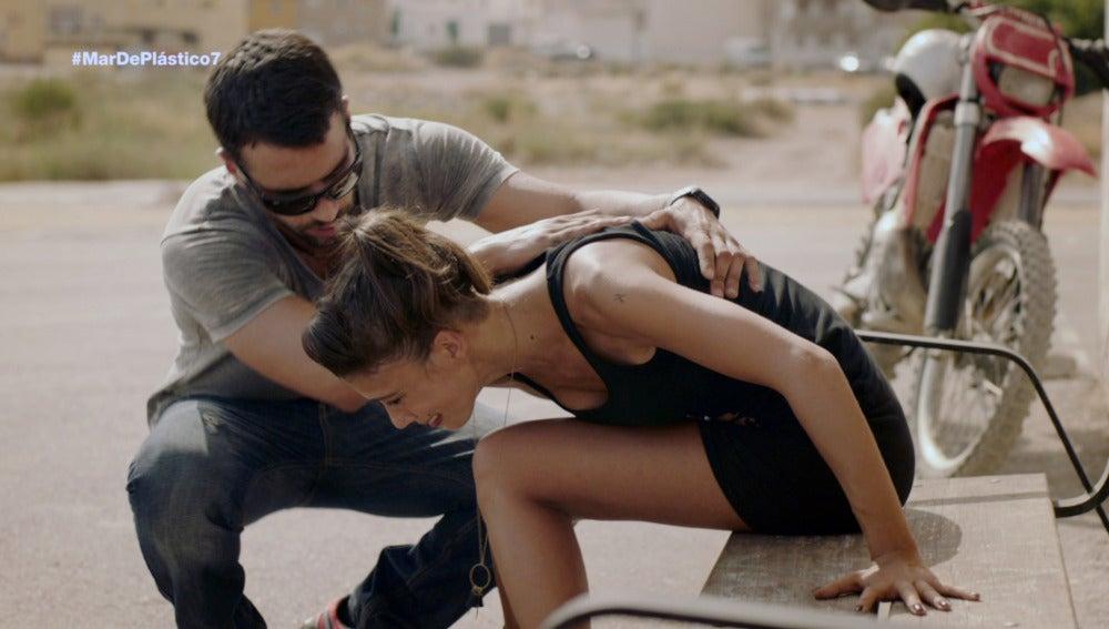 Lucas ayuda a Pilar