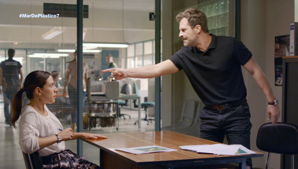 Héctor discute con su psicóloga
