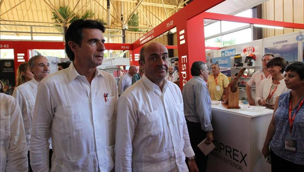 Los ministros Luis de Guindos y José Manuel Soria durante su visita a Cuba