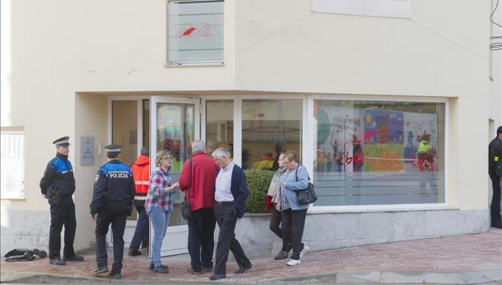 Policía Local ante la residencia geriátrica 'Ribera del Sió'