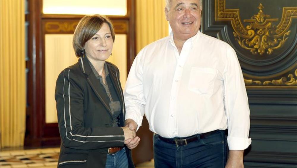 La presidenta del Parlament, Carme Forcadell, junto al cabeza de lista de Catalunya Sí que es Pot, Lluís Rabell