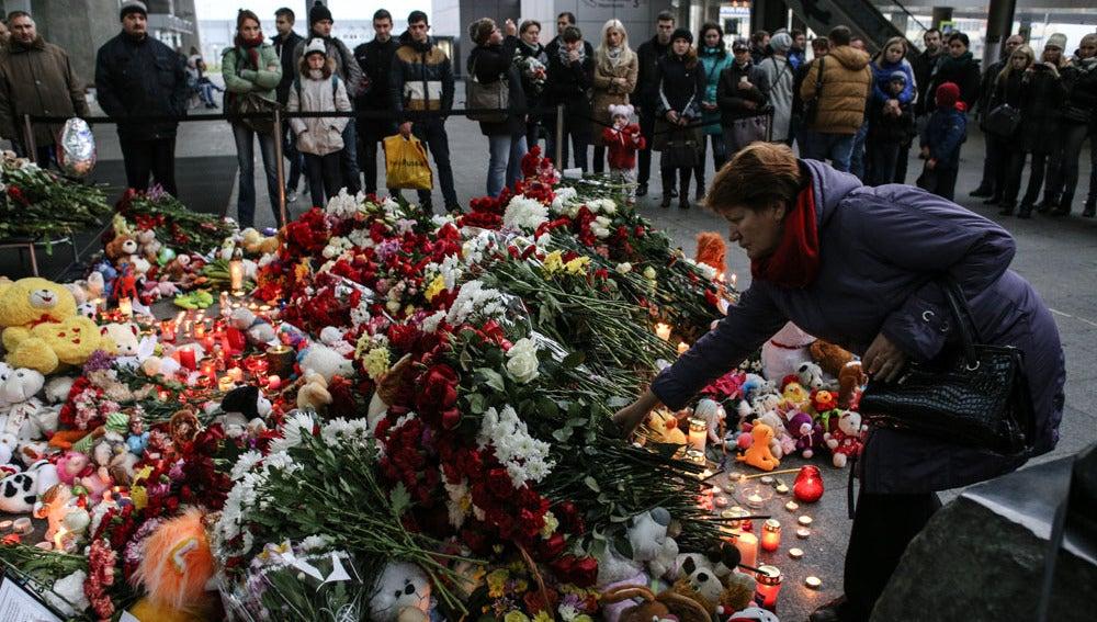 Homenaje a los fallecidos en el avión ruso