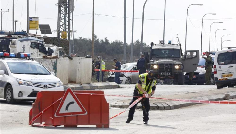 Dos palestinos muertos y cinco israelís heridos en incidentes en Cisjordania