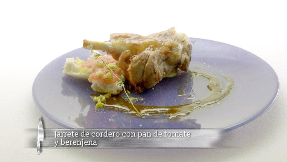 Jarrete de cordero con pan de tomate y berenjena