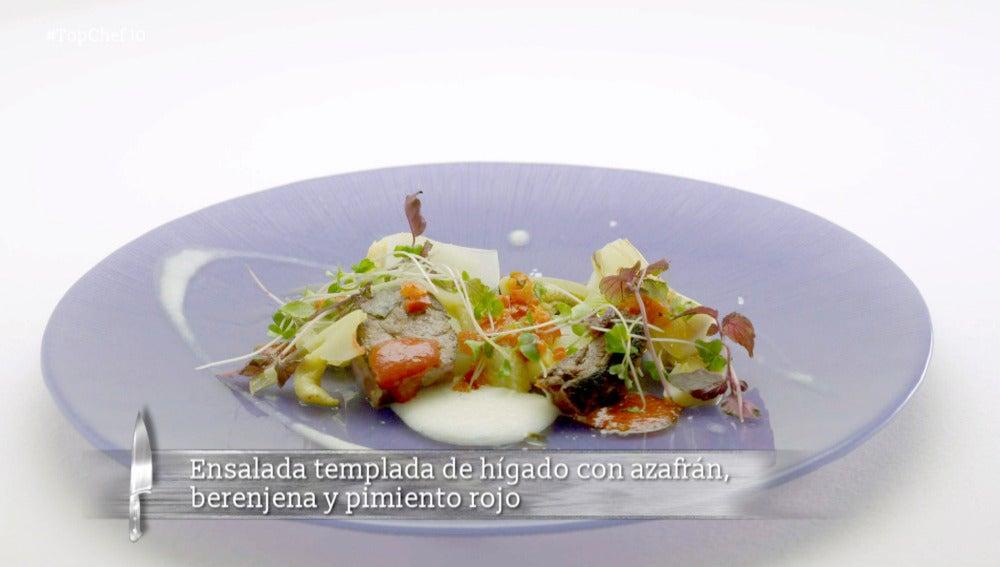 Ensalada templada de hígado con azafrán, berenjena y pimiento rojo