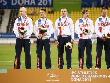 Atletas rusos en el podium