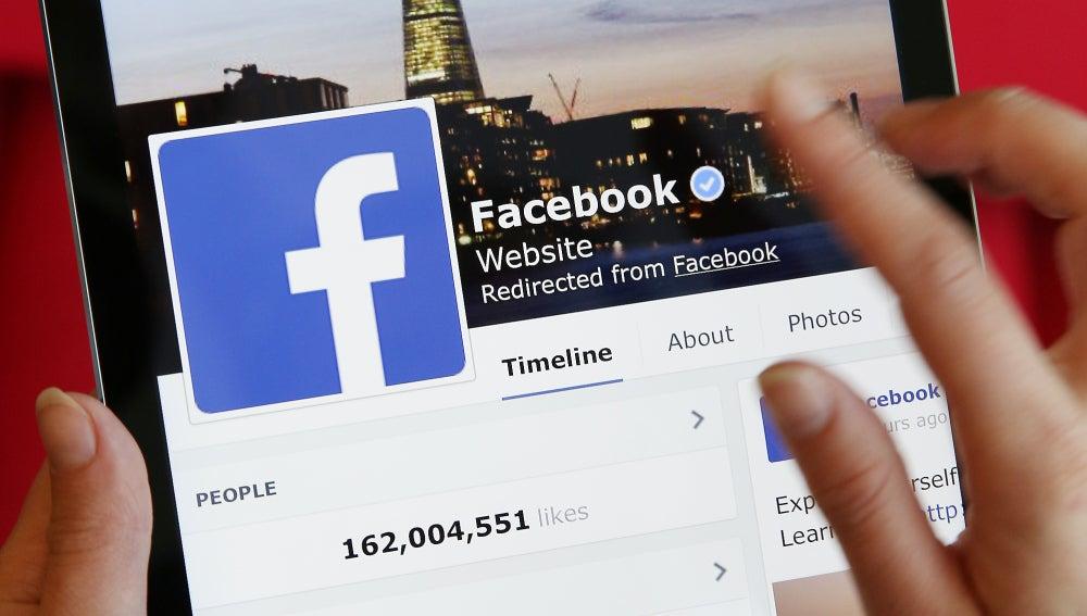 Un usuario accede a Facebook