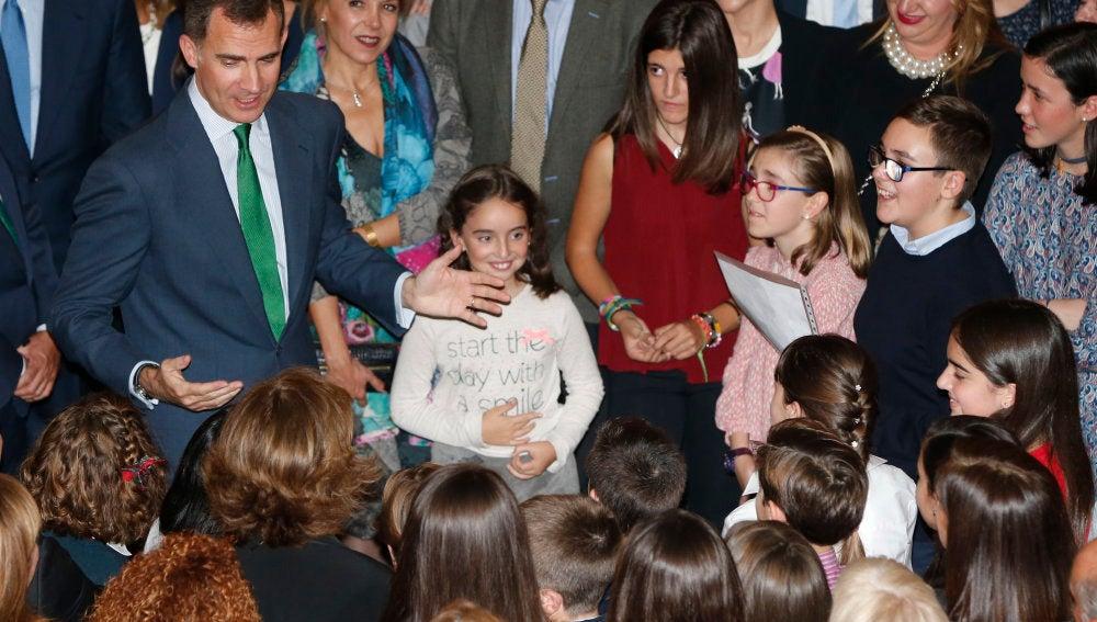 Felipe VI se dirige a los niños ganadores del concurso escolar '¿Qué es un Rey para ti?'