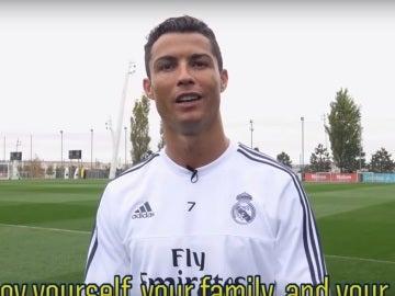 Cristiano, en el vídeo de los jugadores del Madrid a Raúl