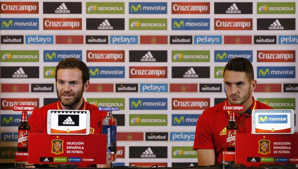 Mata y Koke durante la rueda de prensa con la Selección