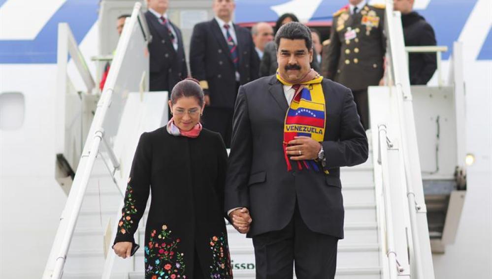 Nicolás Maduro, acompañado de su esposa, a su llegada a Ginebra