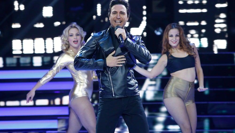 Adrián Rodríguez vuelve a convertirse en Chayanne y canta 'Humanos a Marte'