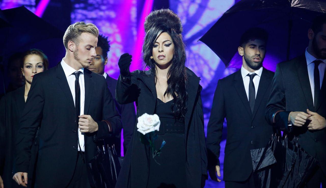 Ruth Lorenzo celebra un funeral y canta 'Back to black', de Amy Winehouse