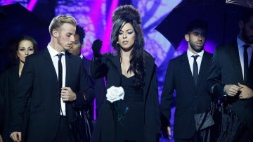 Ruth Lorenzo celebra un funeral y canta 'Back to black', de Amy Winehouse