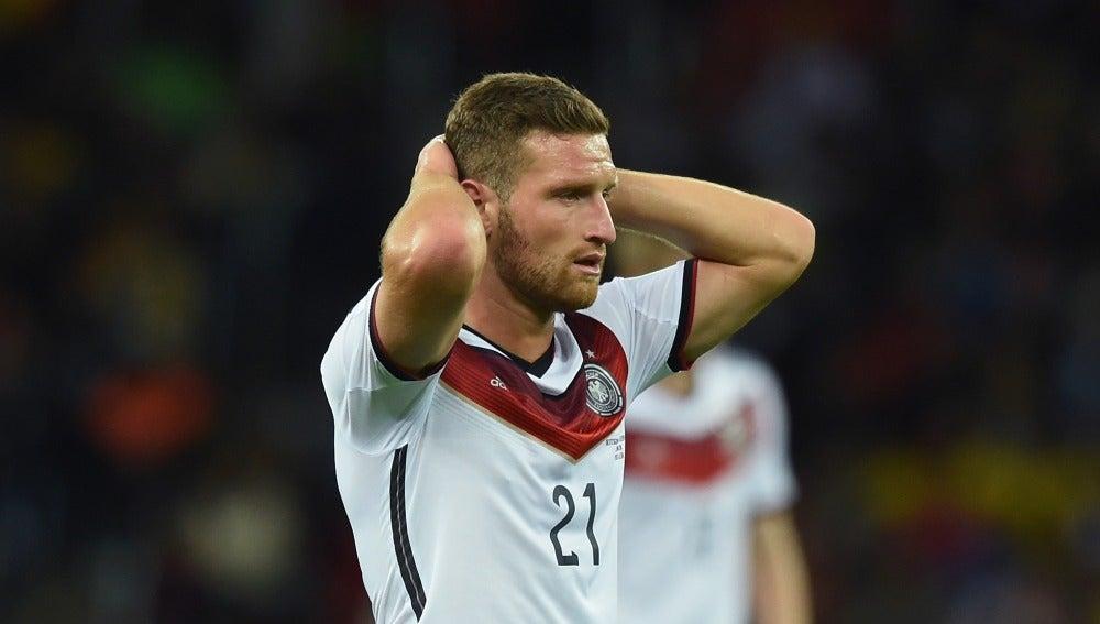 Mustafi se lamenta en un partido con la selección de Alemania