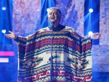 El Sevilla se transforma en Chavela Vargas para interpretar 'Noches de boda'