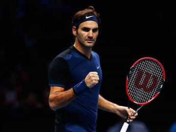 Roger Federer celebra su triunfo ante Tomas Berdych