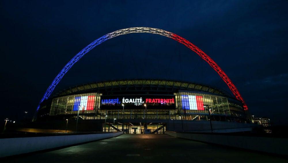 El estadio de Wembley, iluminado con los colores de Francia