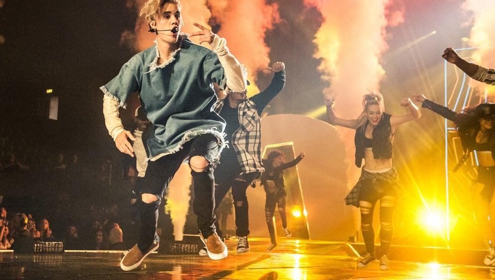 Justin Bieber se golpea con el skate