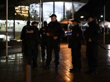 Policía a las puertas del estadio de Hannover