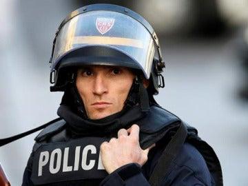 Un agente de la Policía francesa