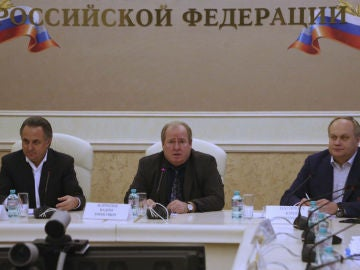 El presidente de la Federación Rusa de Atletismo, Vadim Zelichenok junto al ministro de Deportes ruso, Vitali Mutkó y su vicepresidente, Yury Nagornykh