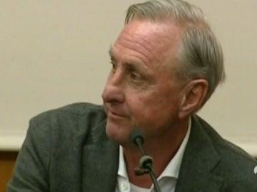 Johan Cruyff comparece ante los medios