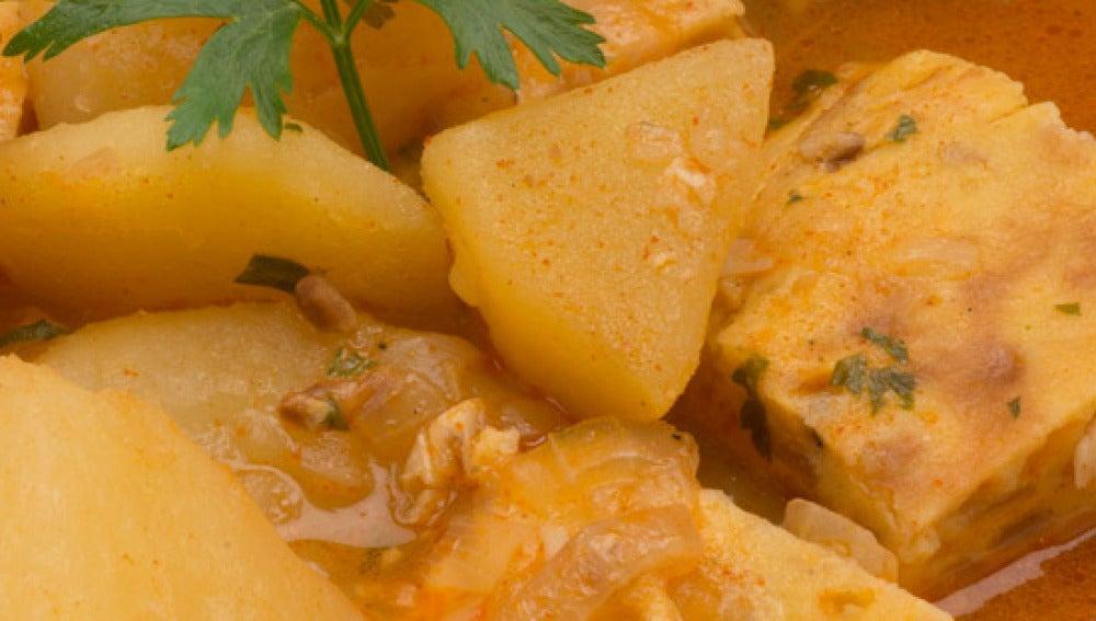 Guiso de patatas con tortilla creciente