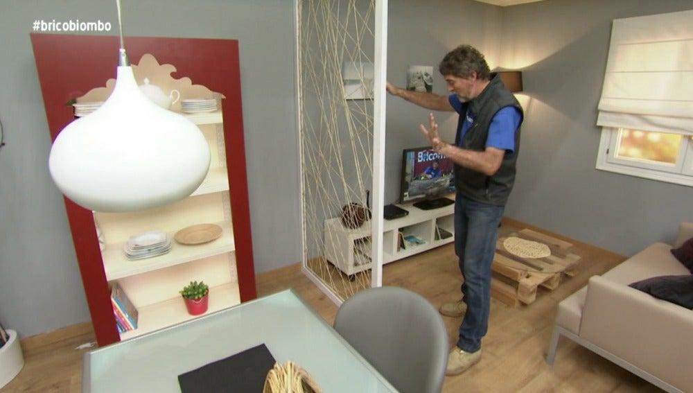 Antena 3 tv bricoman a realiza un sencillo biombo que for Pared que deja pasar la luz