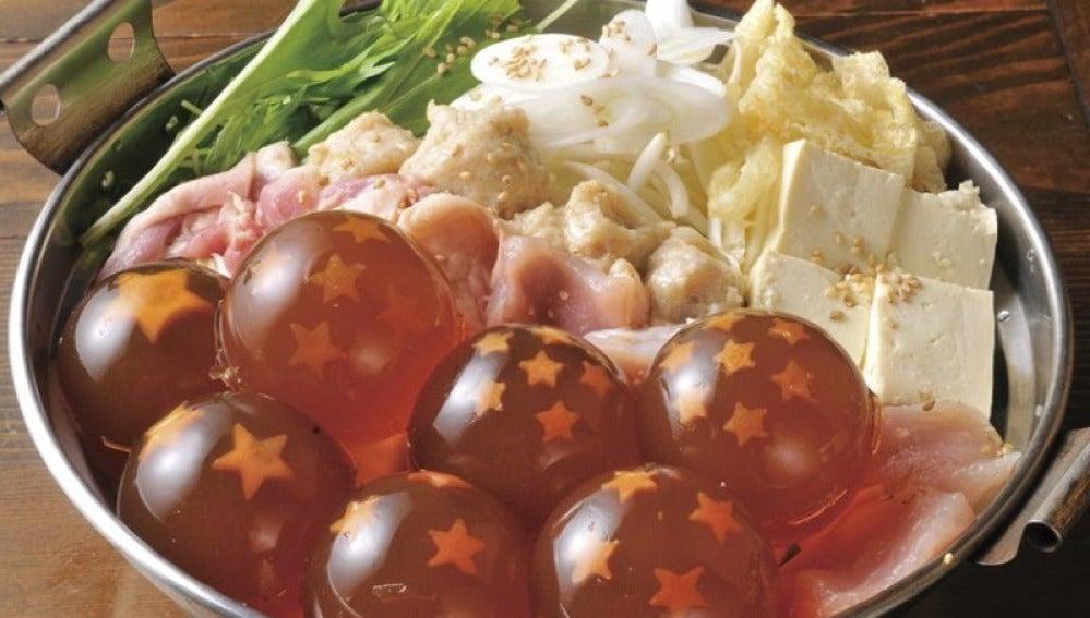 Las bolas de dragón de Goku reunidas en un plato japonés