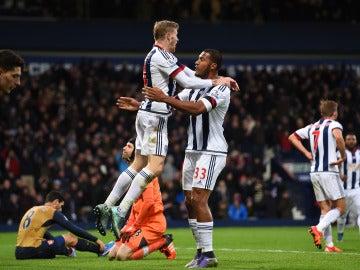 Los jugadores del West Brom celebran un tanto frente al Arsenal