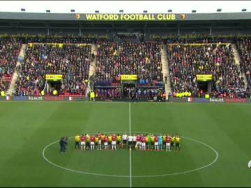 Los jugadores del Waford y Manchester United entonan 'La Marsellesa'