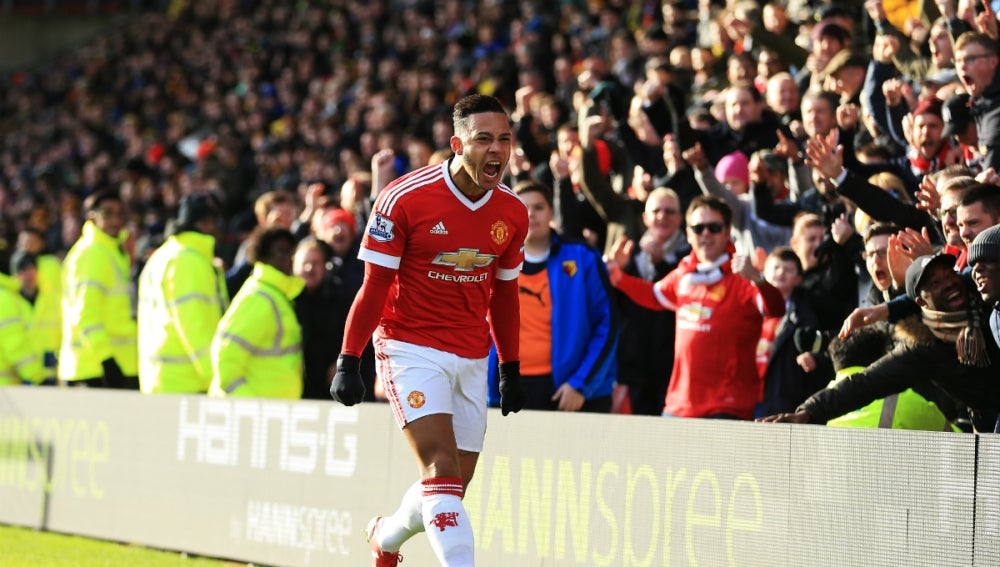 Memphis Depay celebra su gol contra el Watford