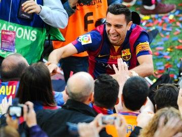 Xavi, con la afición del Barça