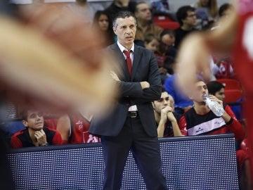 Joaquín Ruiz Lorente, dirigiendo un partido del CAI Zaragoza