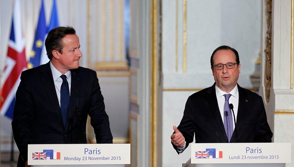 Hollande en rueda de prensa con Cameron