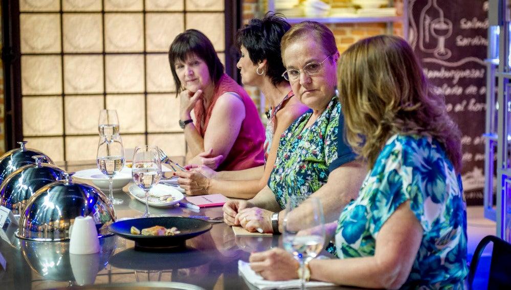 Las madres de los cuatro concursantes visitan las cocinas