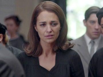 Ana llega desconsolada al funeral de Alberto