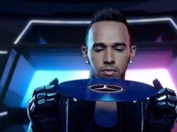 Dj Hamilton pone música a los éxitos de Mercedes