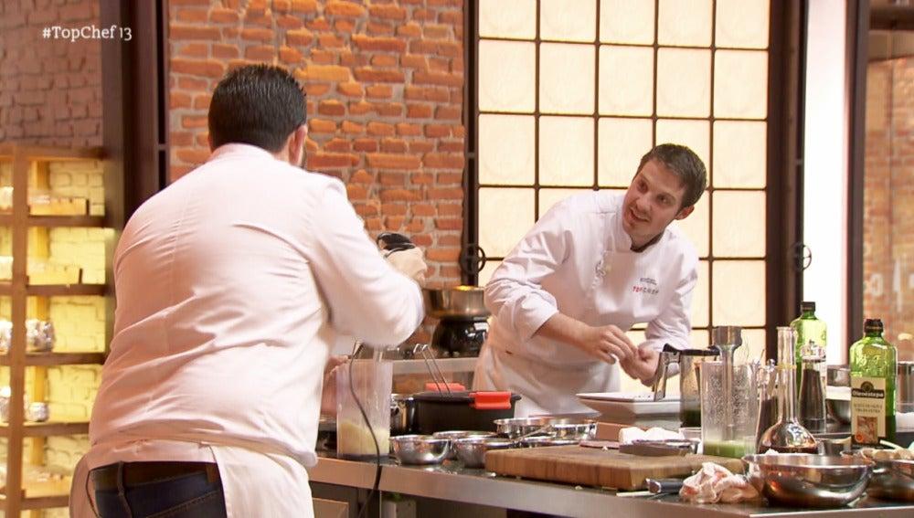 Marcel y Alejandro discuten por las pinzas de pescado