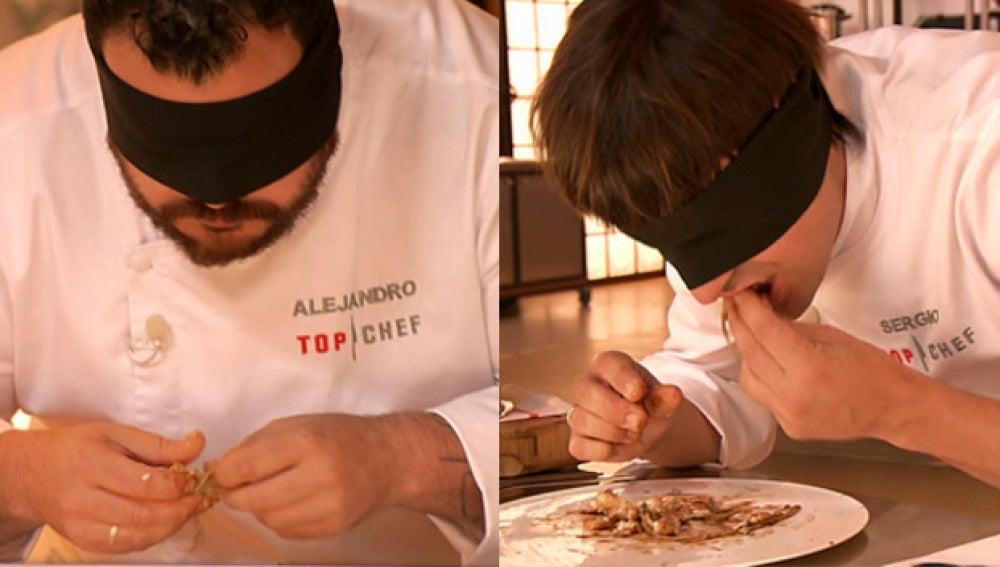 Alejandro y Sergio prueban el plato a ciegas