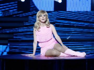 Ana Morgade pone al público en pie con su imitación de Nancy Sinatra