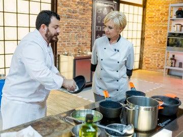 Alejandro coge las riendas del plato empezado por Susi