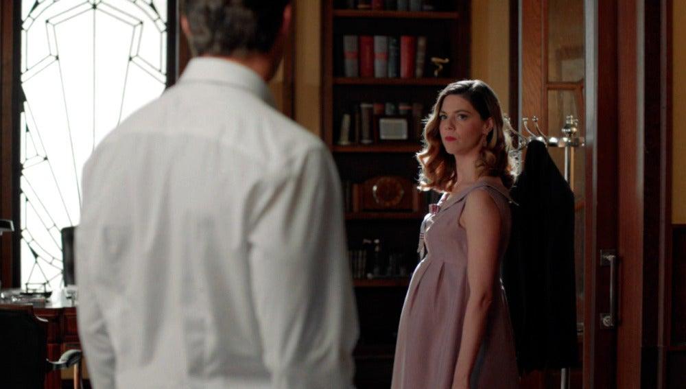 """Cristina pide explicaciones a Enzo sobre su elección de personal donde la exluye. Cristina deja de ser socia de las galerías y no piensa permitírselo al nuevo director, pretende que se respete el papel de los Otegui en las galerías. Pero Enzo tiene claro que Ana está por encima de todo """"Usted es solo una niña de papá que tiene mucho que desmostrar."""""""