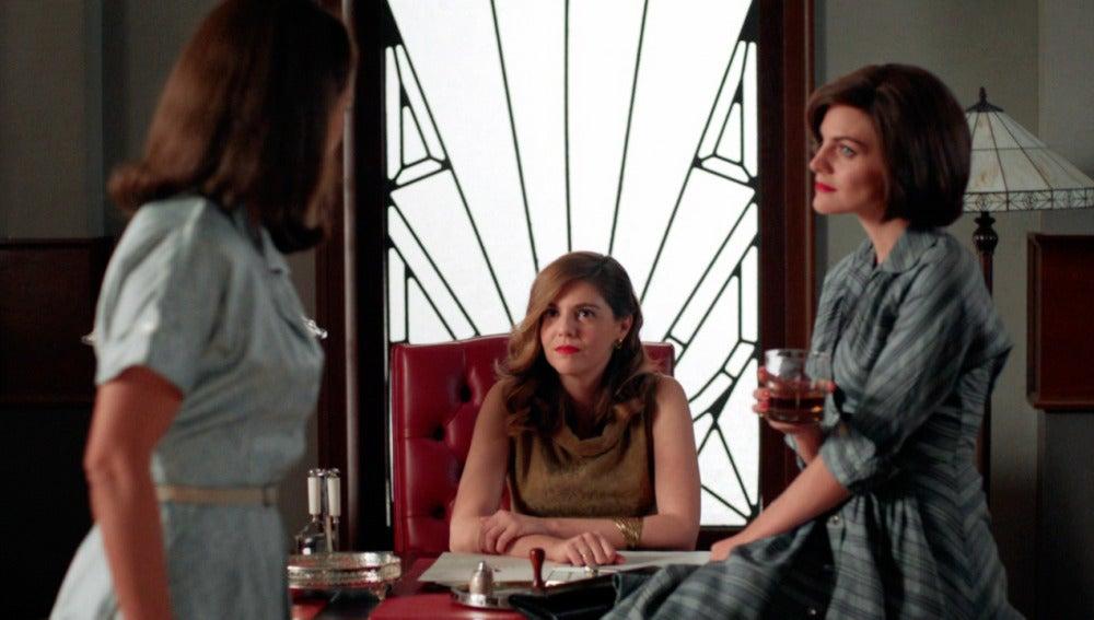 Cristina se propone destruir todos los recuerdos que Ana tiene de Alberto