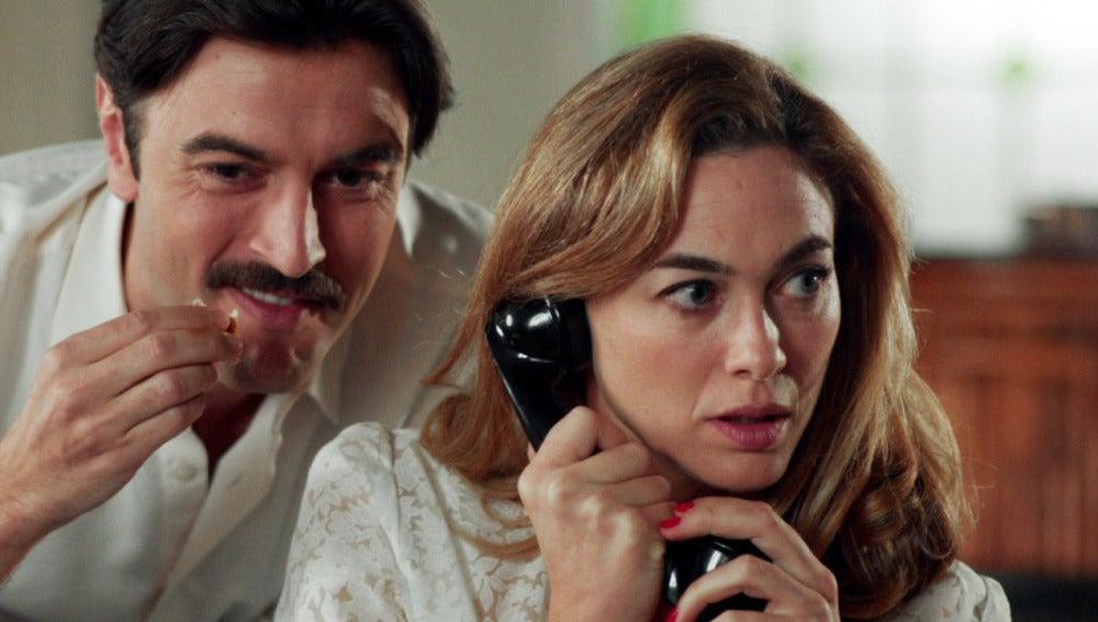 Clara avisa a sus padres de su compromiso con Mateo