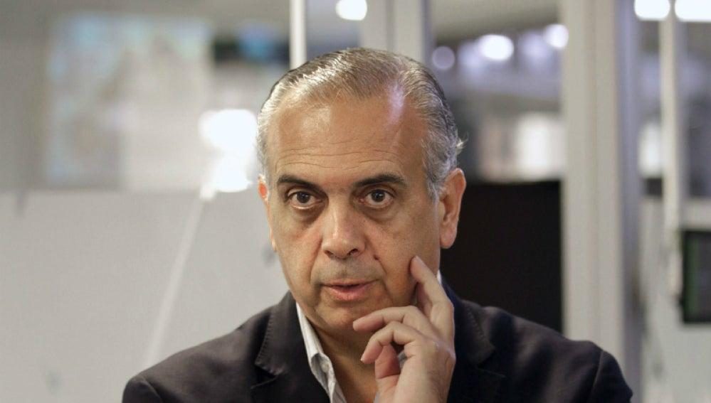 José Luis Sáez, pensativo