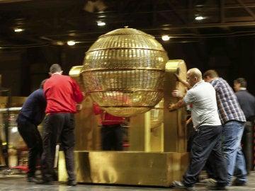 Los bombos de la Lotería de Navidad llegan al Teatro Real de Madrid
