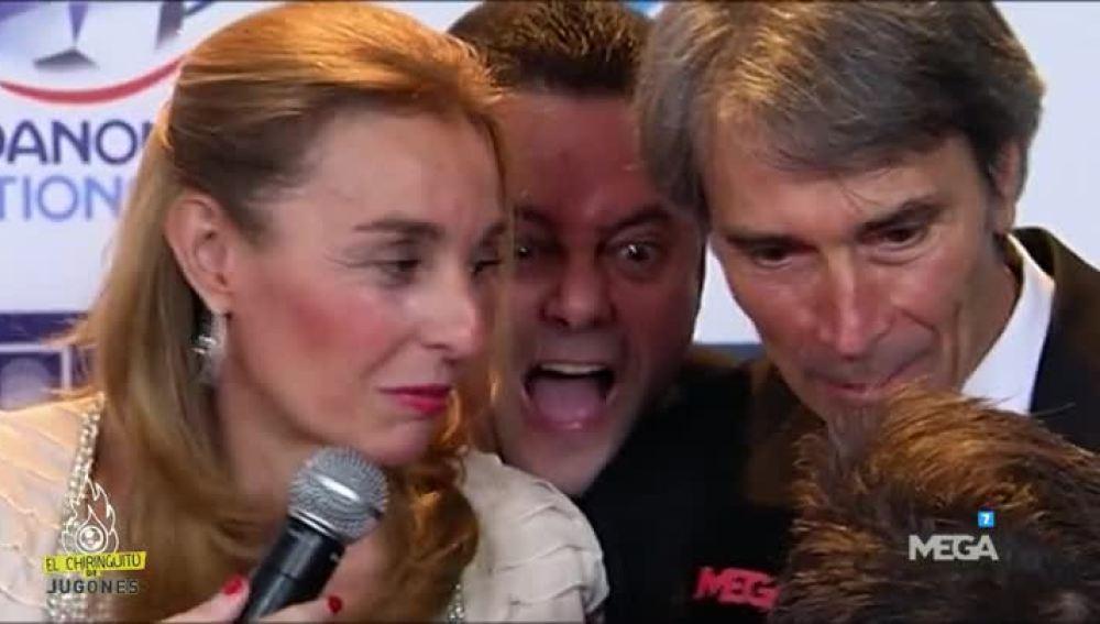 Lobo Carrasco y su mujer, trolleados por Tomás Roncero.