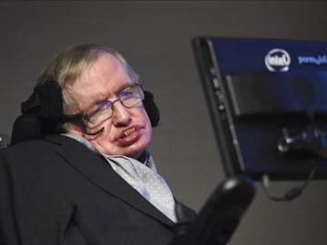 El físico Stephen Hawking durante la entrega de los premios 'Starmus'
